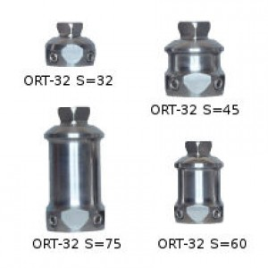 Double adapter with adjustement screws and pyramid